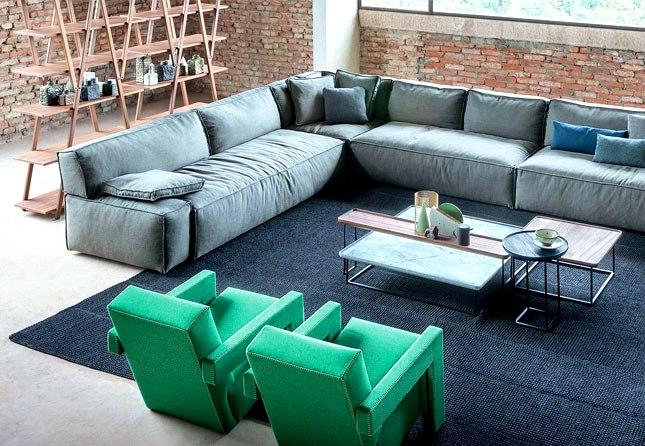 Идея оформления просторной гостиной комнаты