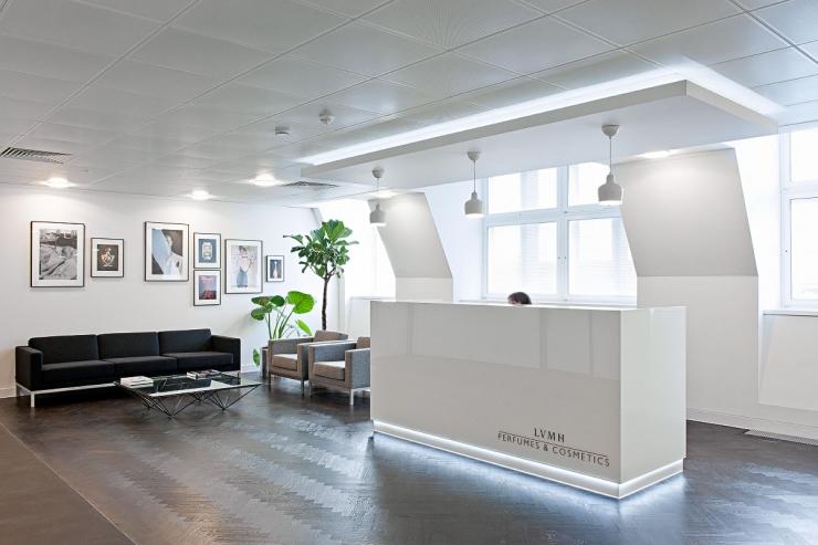 Интерьер офиса в белом цвете