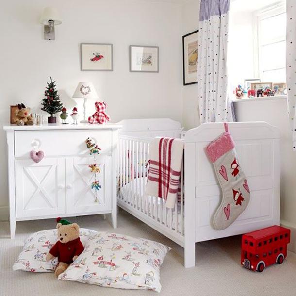 Как украсить белоснежный интерьер в комнате ребенка