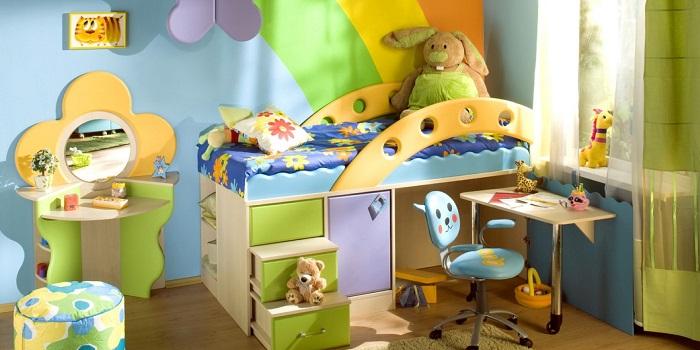 Как ярко оформить комнату для маленького ребенка