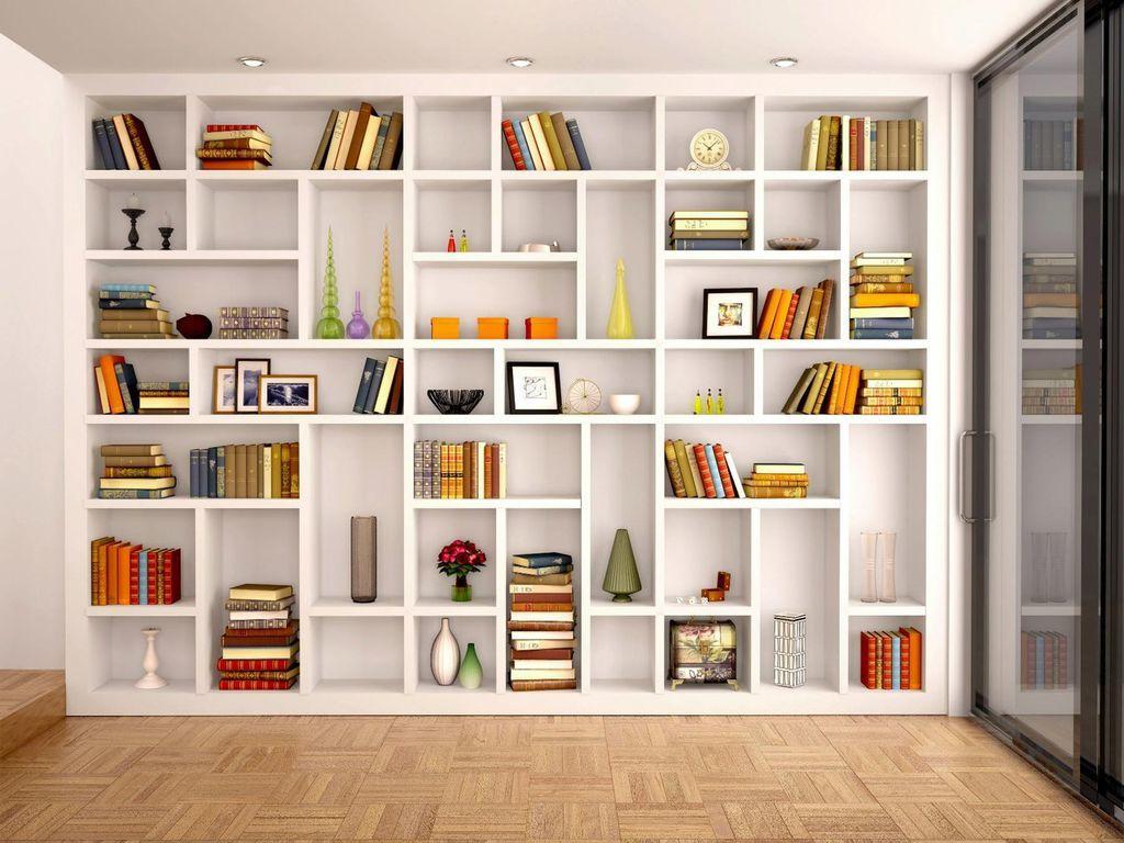 Книжный шкаф с полками разных размеров