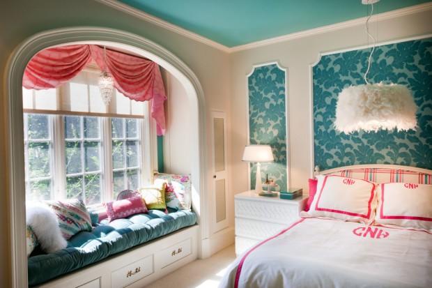 Комната в бирюзово-розовых оттенках
