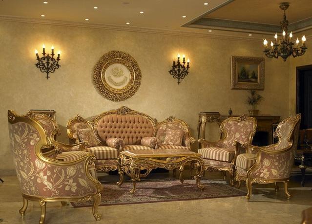 Корпусная мебель с золотыми орнаментами