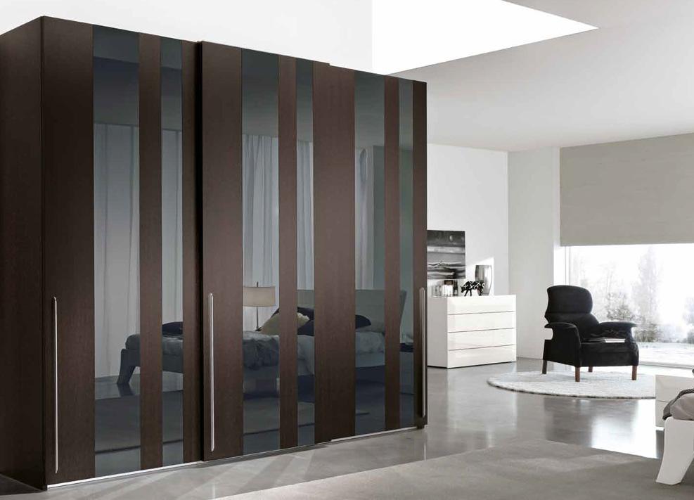 Корпусная мебель в виде шкафов купе модерн