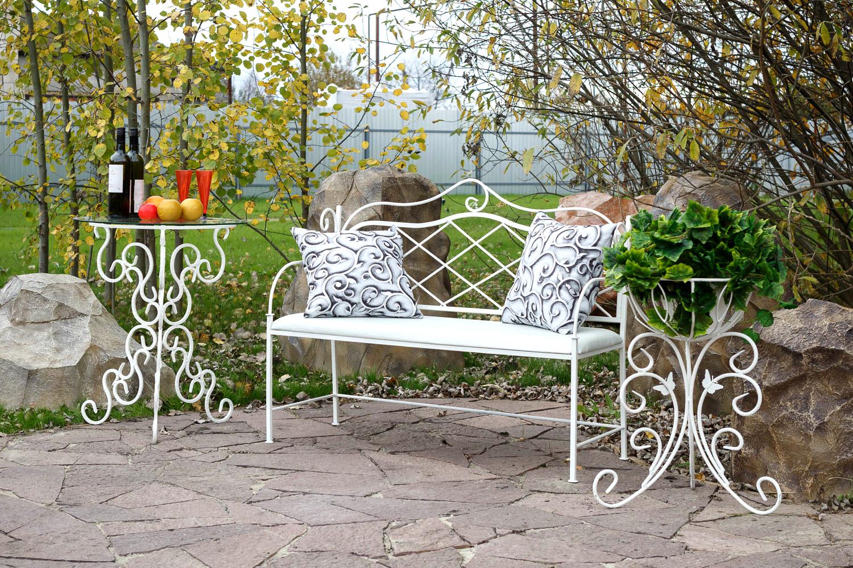 Кованая садовая мебель — роскошь или необходимость