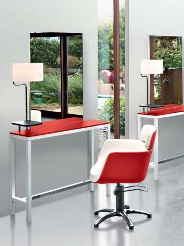 Красно-белое кресло