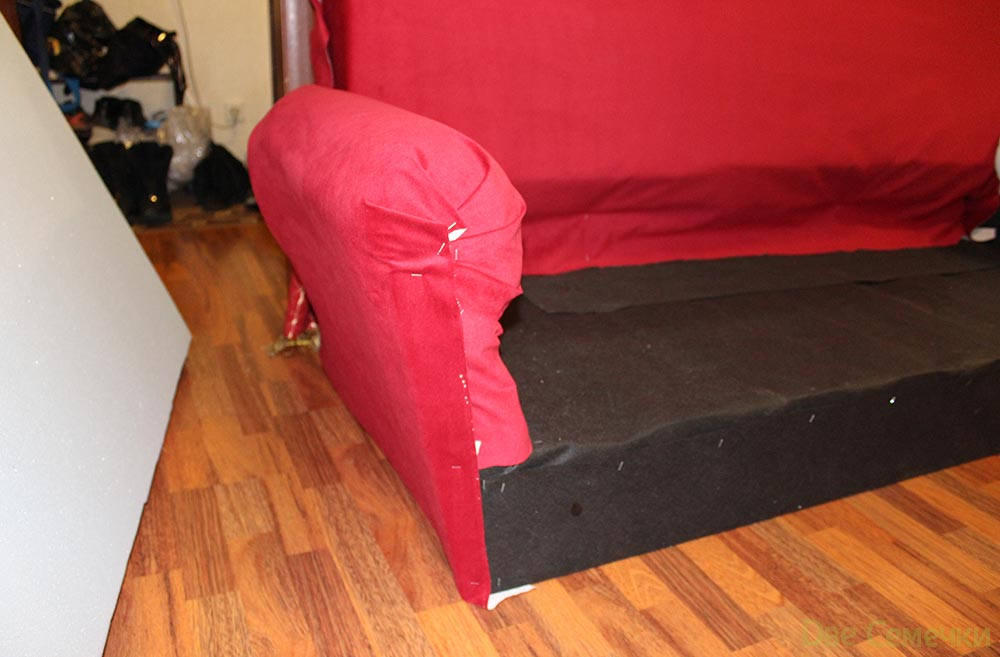 Крепим обшивку на диван степлером