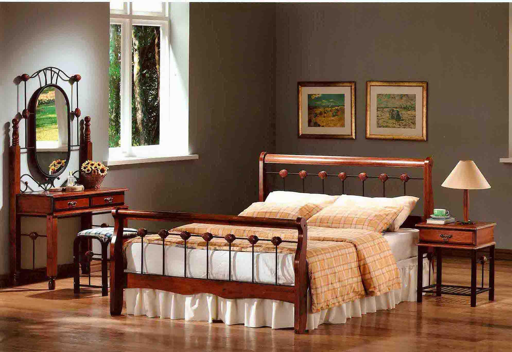 Кровать из деревянного каркаса