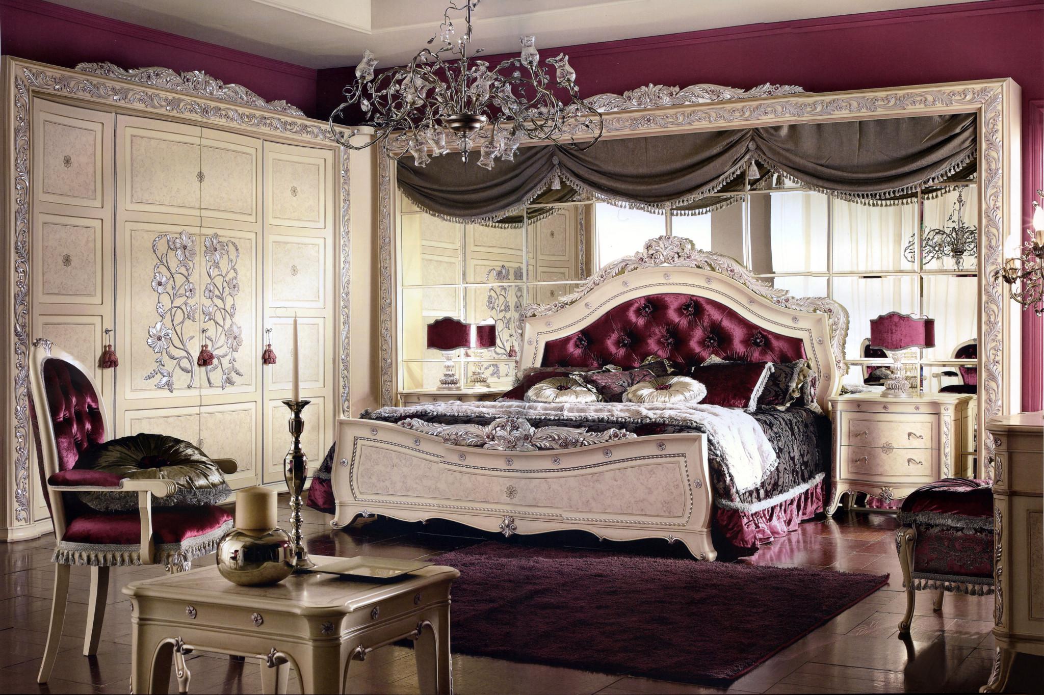 Кровать с бархатным изголовьем
