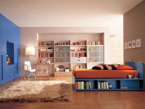 Кровать с полками синего цвета