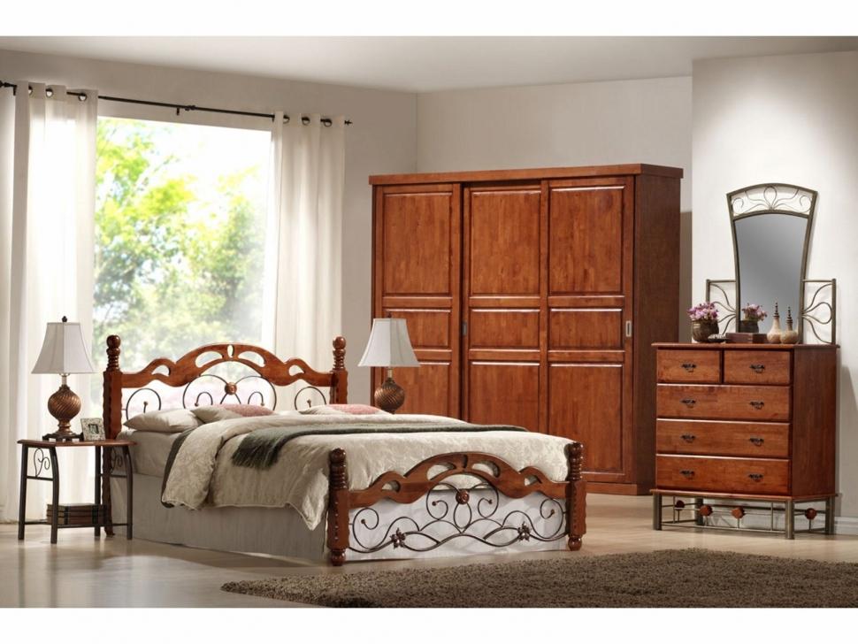 Кровать цвета темная вишня