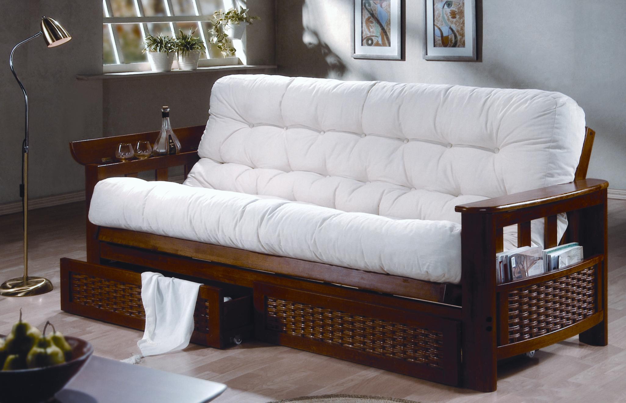 Малазийский белый диван