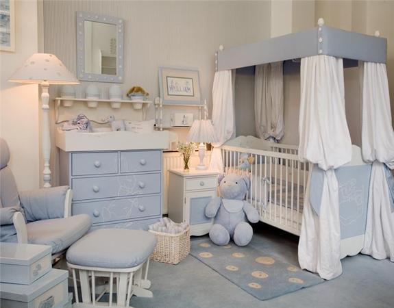 Мебель для ребенка в голубых тонах
