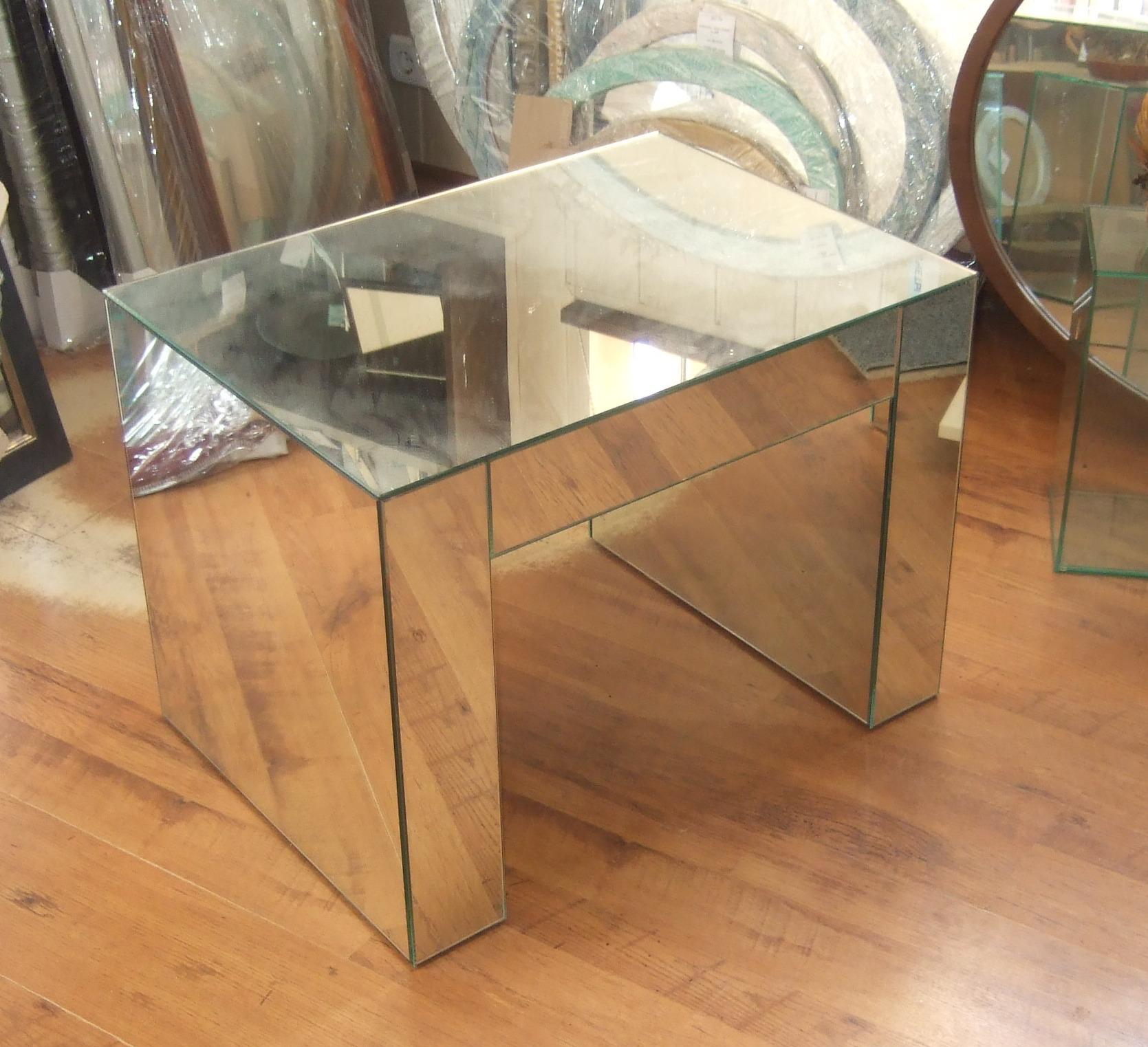 Мебель из стекла и зеркала