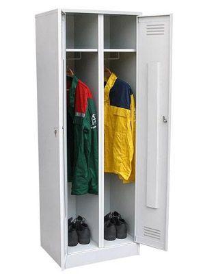 Металлический шкаф для одежды и инструментов