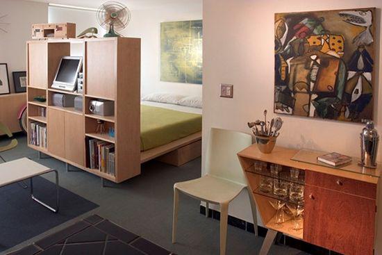 Многофункциональный шкаф для зонирования спальни-гостиной