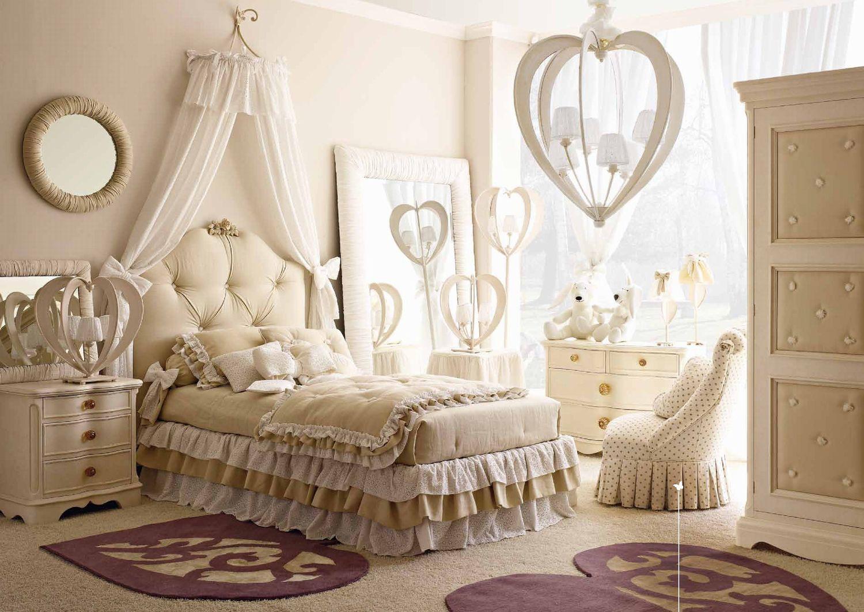 Мягкая красивая кровать