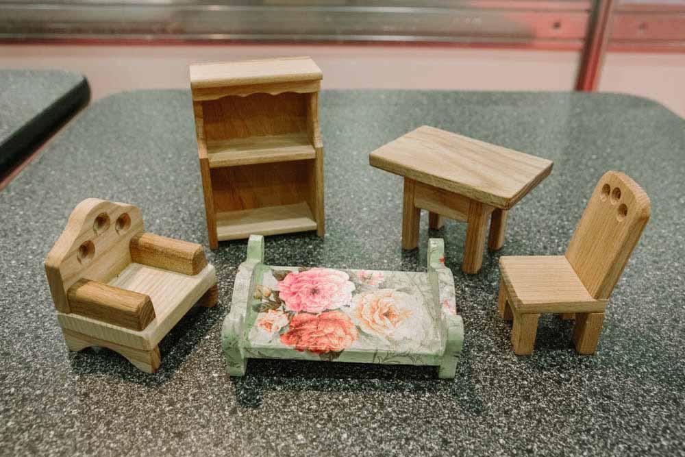Набор деревянной мебели для спальни