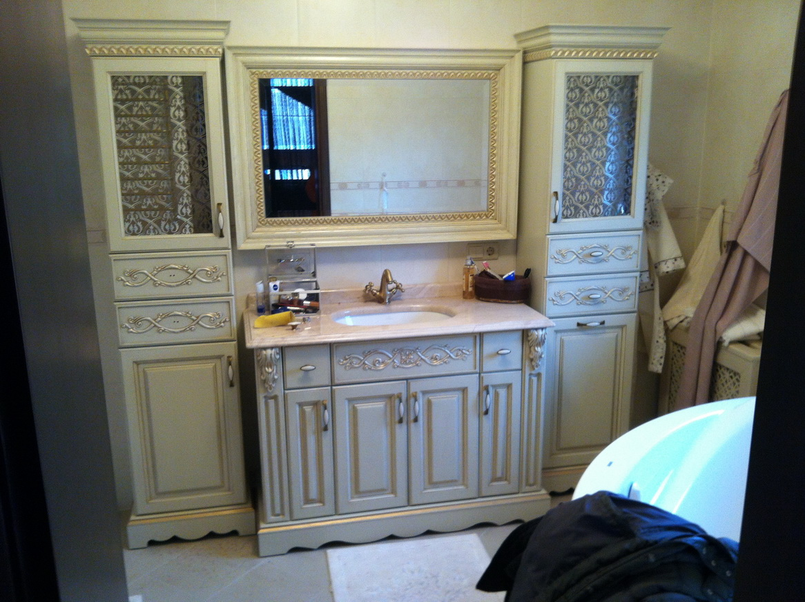 Набор мебели для ванной в стиле классика