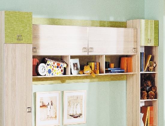 Настенный шкаф в детской