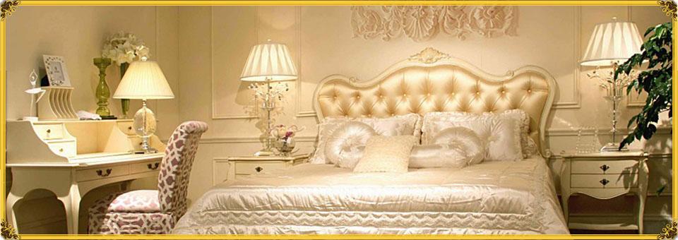 Оригинальная кровать со светлым изголовьем