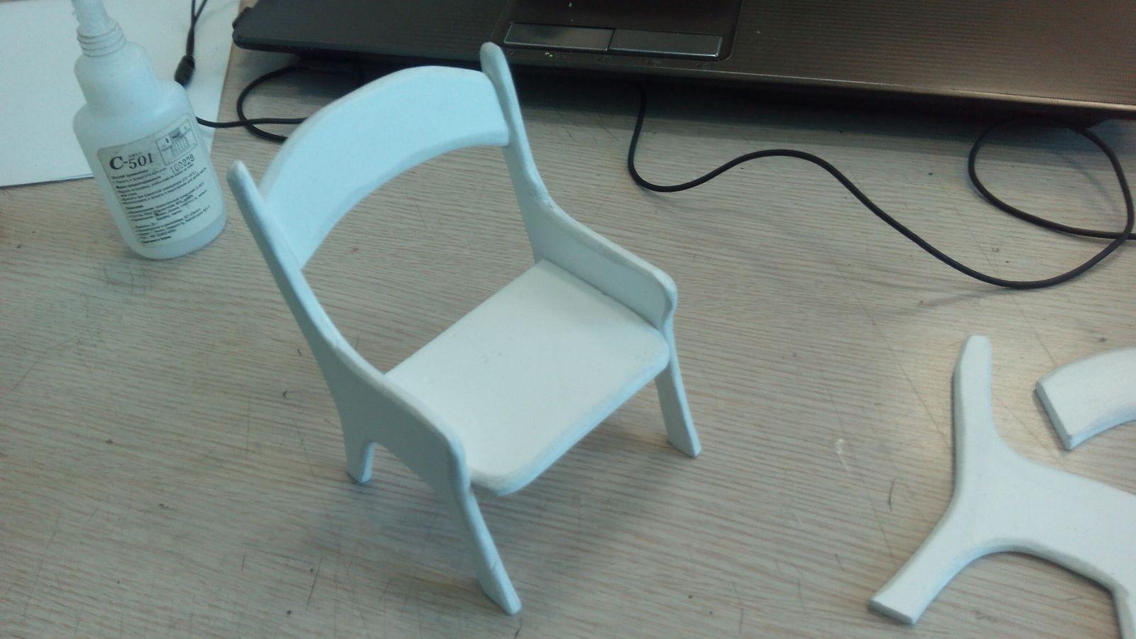 Пластиковый стульчик для кукол