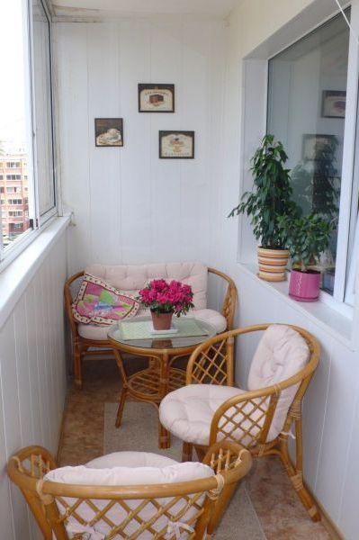 Плетеная мебель для балкона со столиком