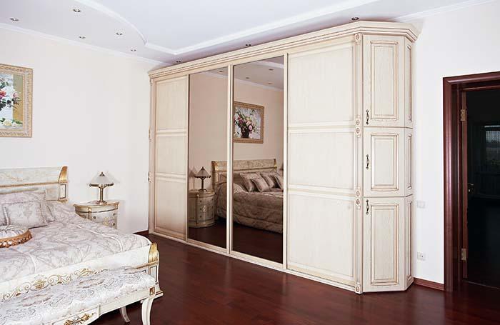 По способу установки различают встроенные и корпусные шкафы