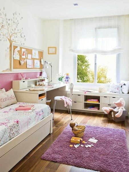 Подростковая комната девочки светлого цвета