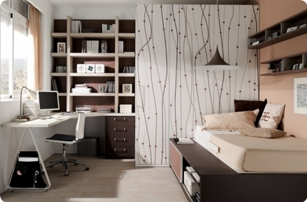 Подростковая комната с большим шкафом