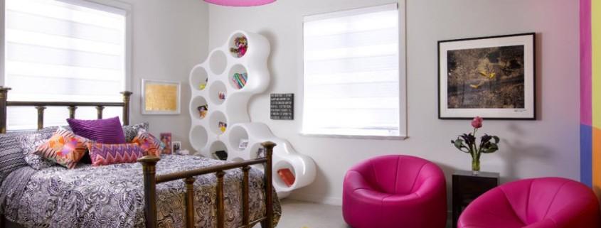 Подростковая комната с практичной мебелью