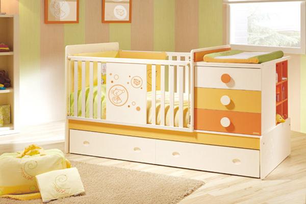 Практичная кроватка с ящиками