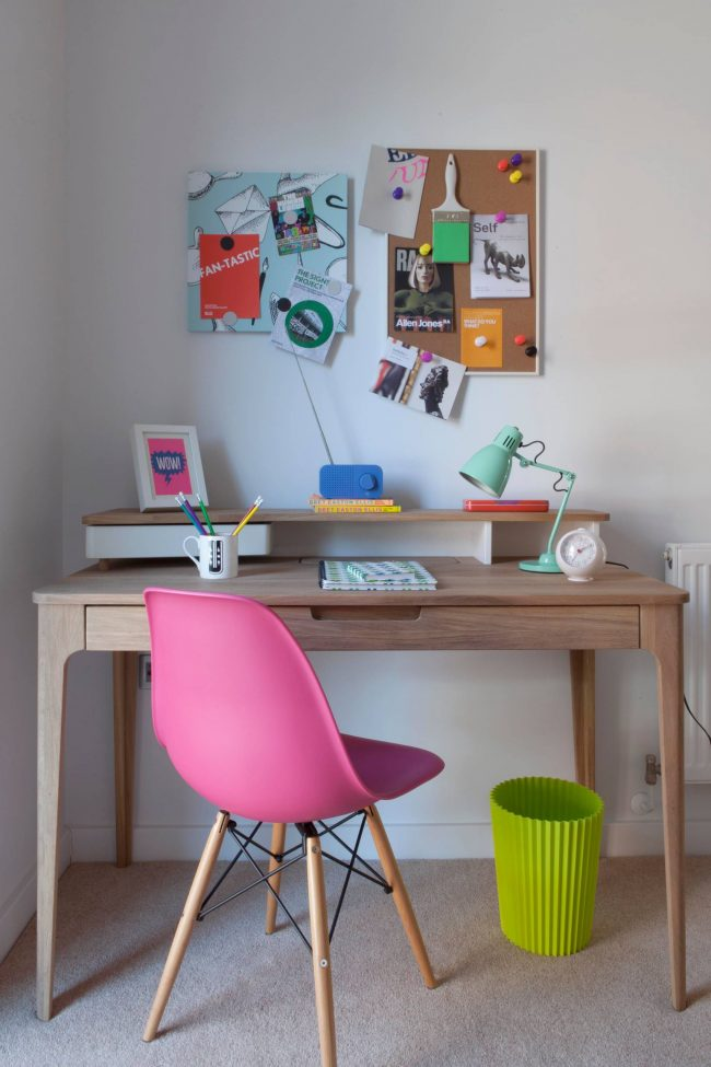 Практичный стул и стол для уроков