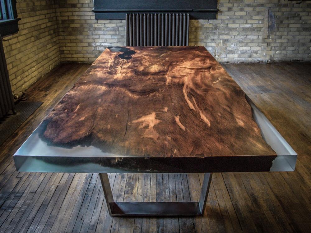 Применение эпоксидной смолы для создания мебели