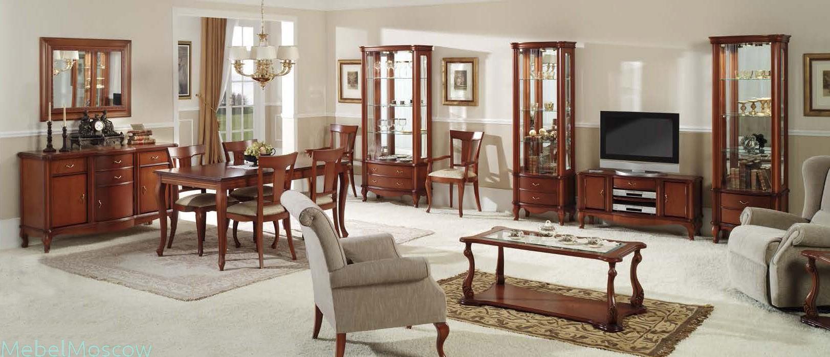 Просторная гостиная с деревянной мебелью