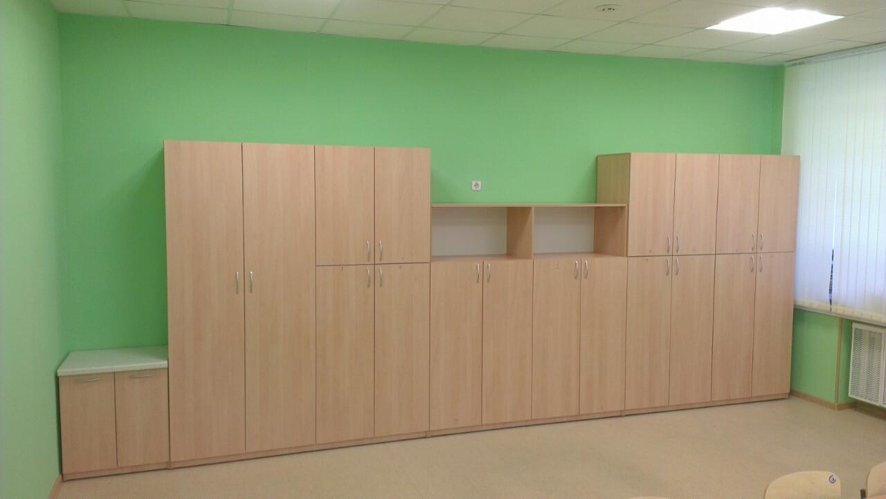 Просторный шкаф для одежды учеников