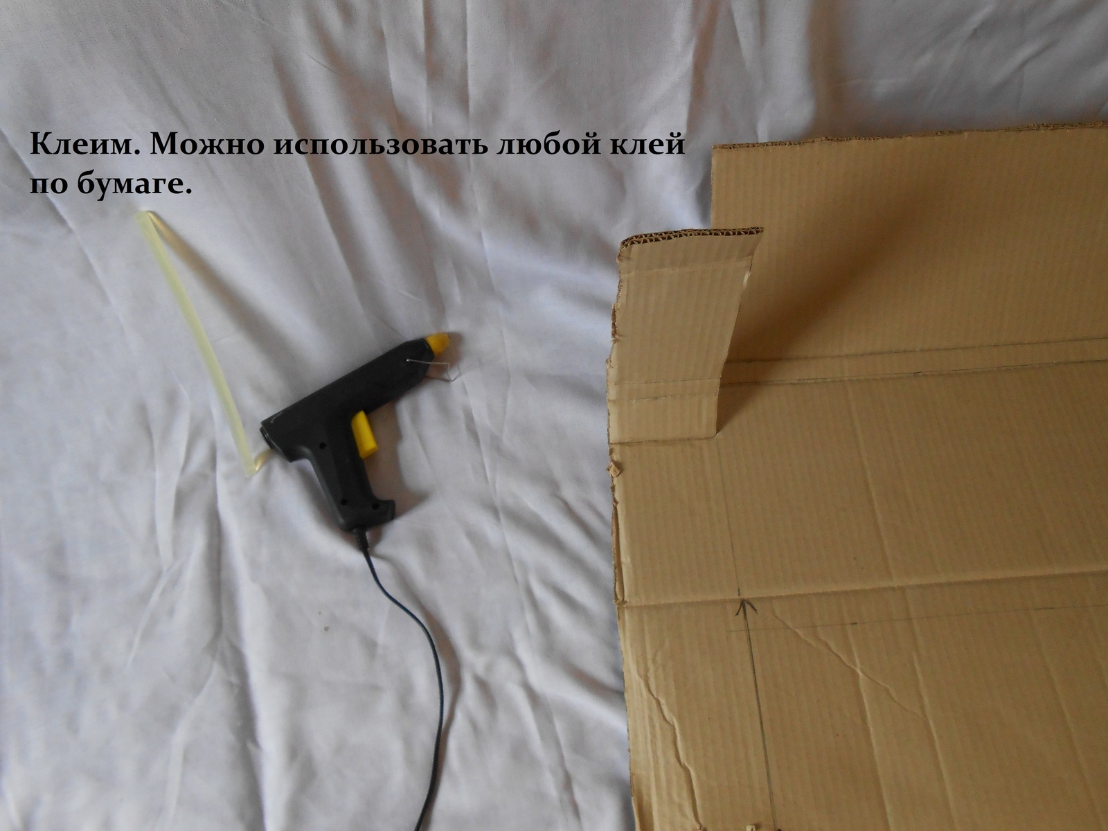 Процесс сборки мебели на основе картона