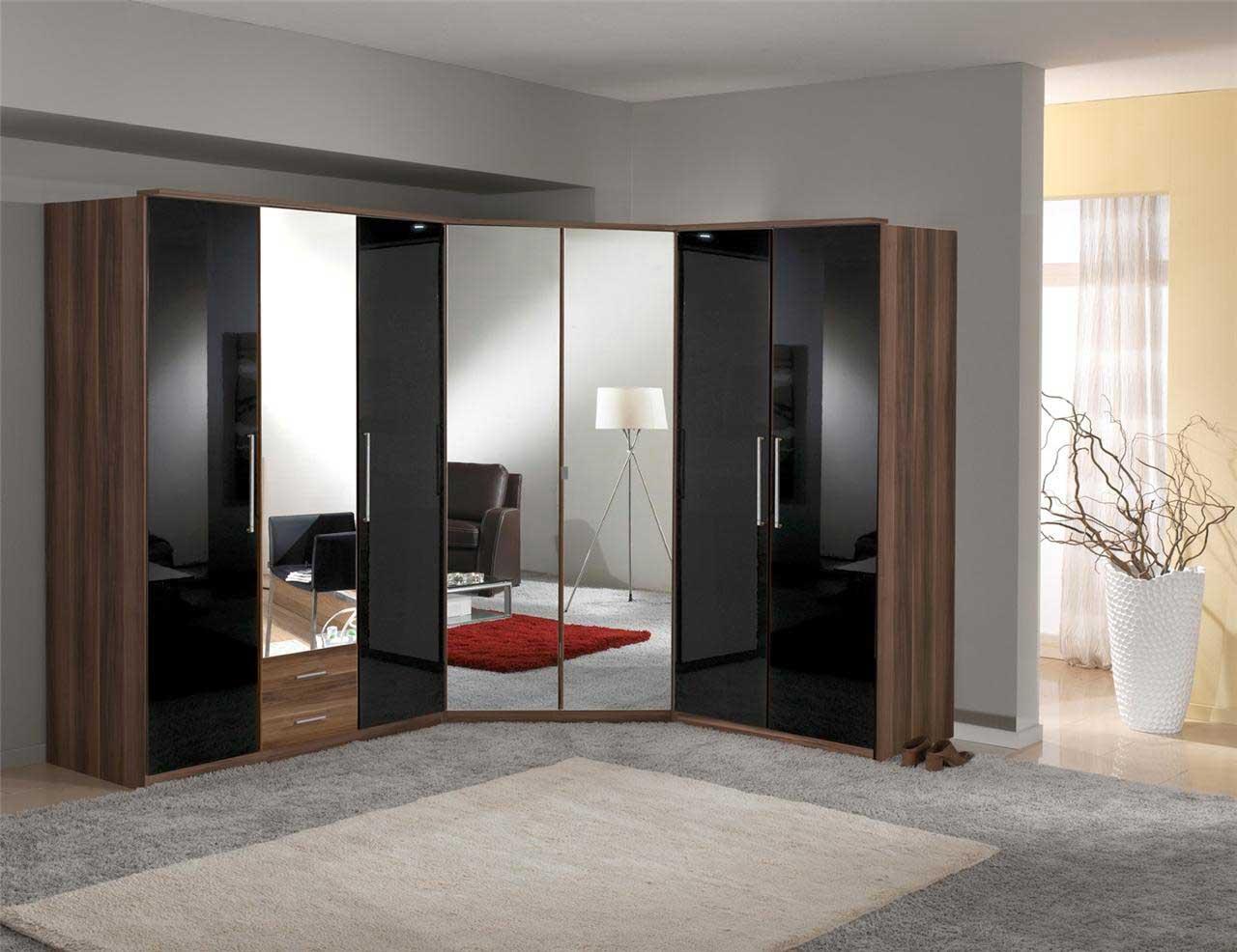 Распашной шкаф - классика мебельной моды