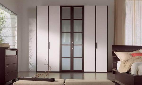 Распашной шкаф с фасадами в рамочном профиле МДФ