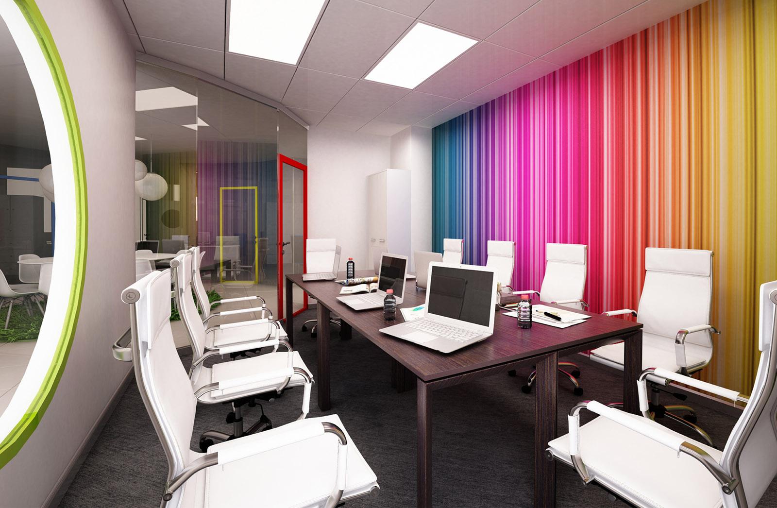 Разноцветная стена в комнате