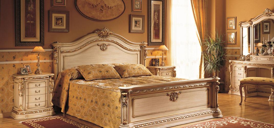 Шикарный спальный гарнитур бежевого цвета