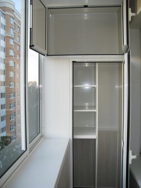 Шкаф для балкона со стеклянными дверцами