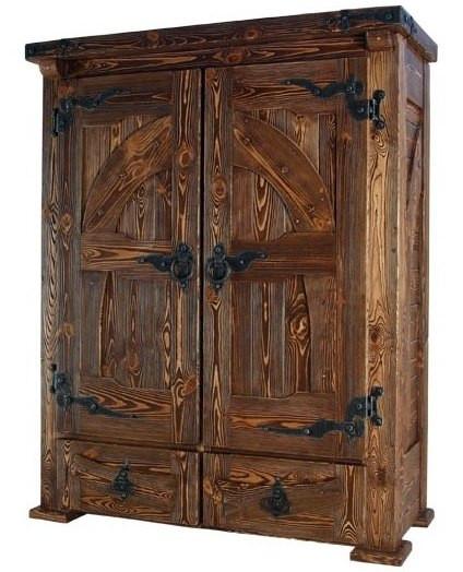 Шкаф из массива дерева под старину
