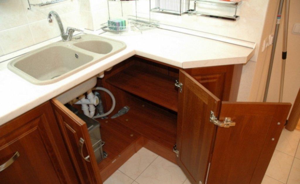Шкаф с двойной дверцей