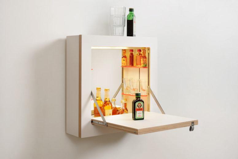 Шкаф с откидной дверцей