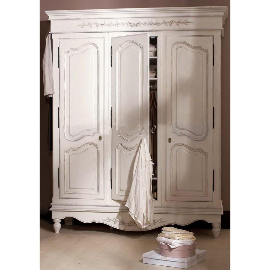 Шкаф трехстворчатый белый