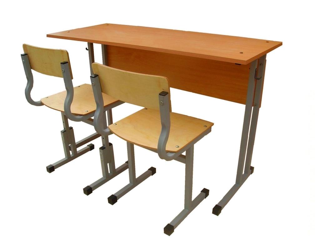 Школьная парта и стулья