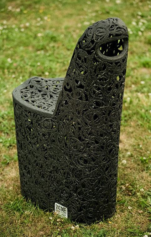 Садовое кресло из базальта
