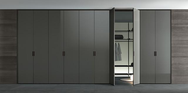 Серый шкаф