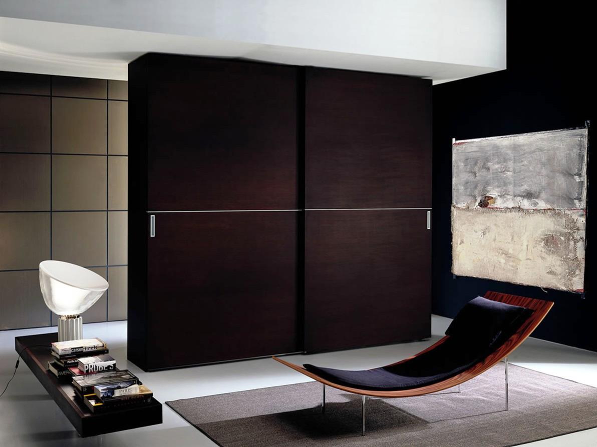 Современный шкаф купе в гостиной